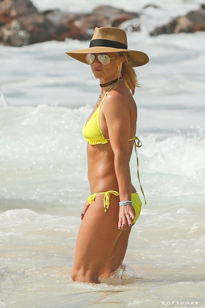 Britney Spears Wearing A Bikini And Ring In Hawaii Jan