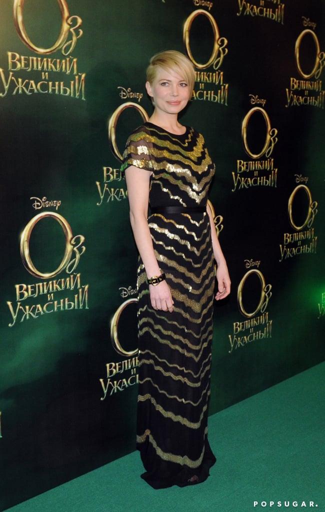Michelle Williams posed at the Moscow premiere of Oz.