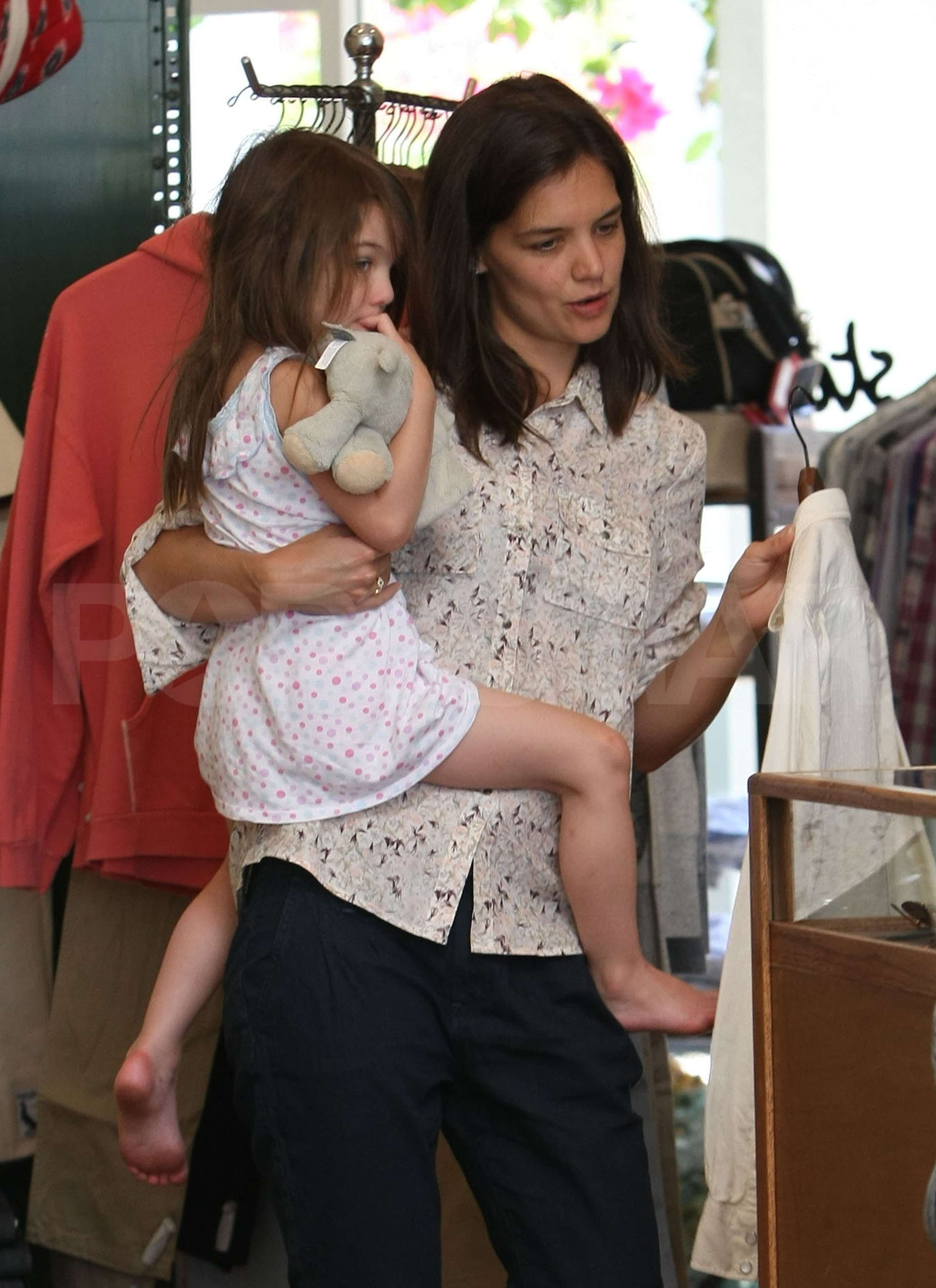 Pictures Of Barefoot Suri Cruise And Katie Holmes Shopping