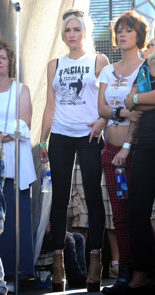 Gwen wore platforms and a rock-n-roll t-shirt for the performance.