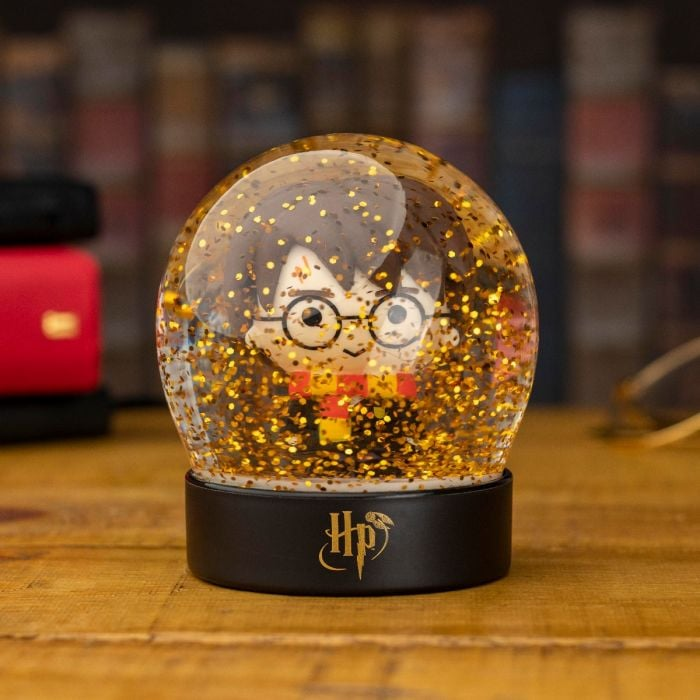Christmas in the Snow Hogwarts Snow Globe