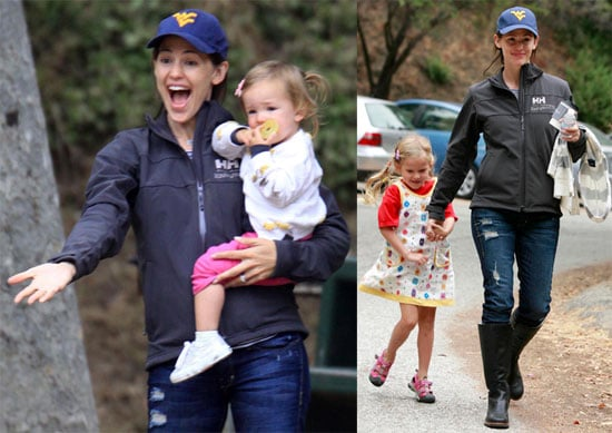 Pictures of Jennifer Garner At the Park in LA With Violet And Seraphina Affleck
