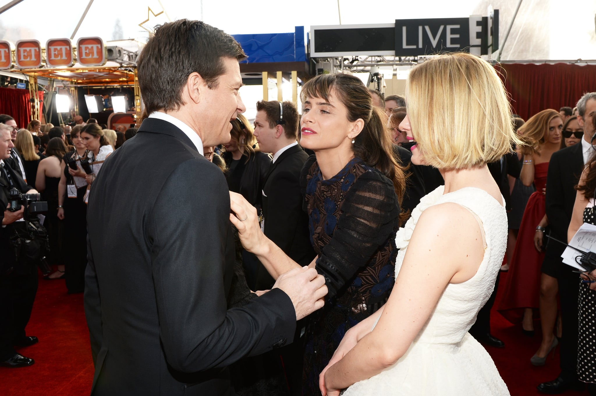Jason Bateman and Amanda Peet circled up with Sarah Paulson.