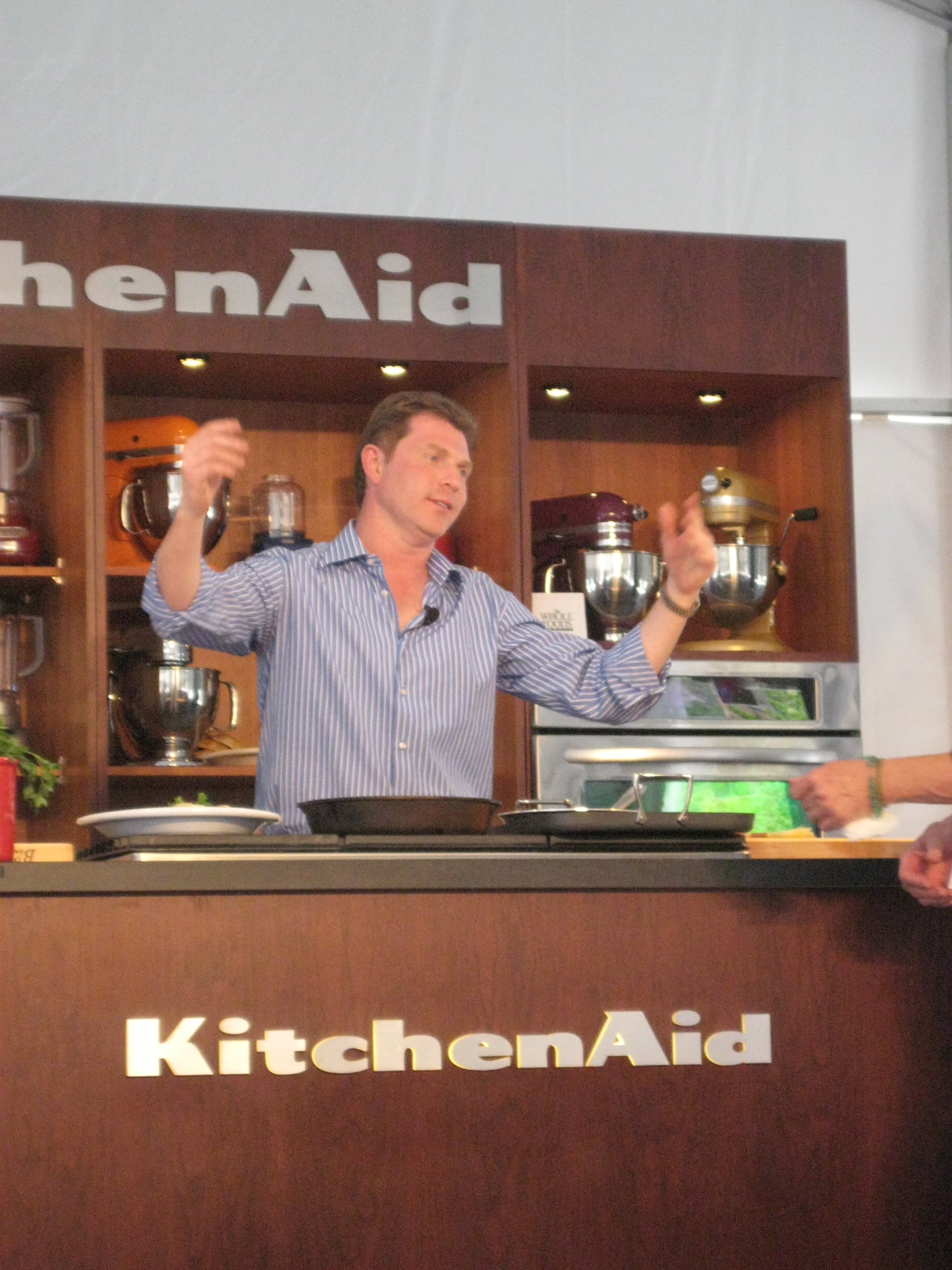 Bobby Flay hams it up for the crowd.