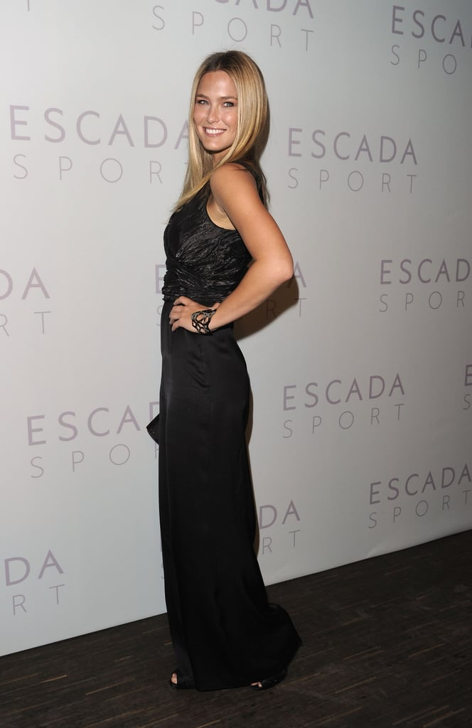 I love when a natural beauty keeps her look classic and elegant; Bar Refaeli's look is all about chic simplicity.