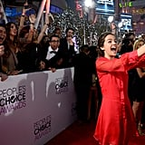 Bailee Madison gave a big smile for her picture with fans.