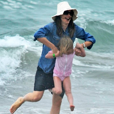 Jennifer Garner at the Beach With Daughters