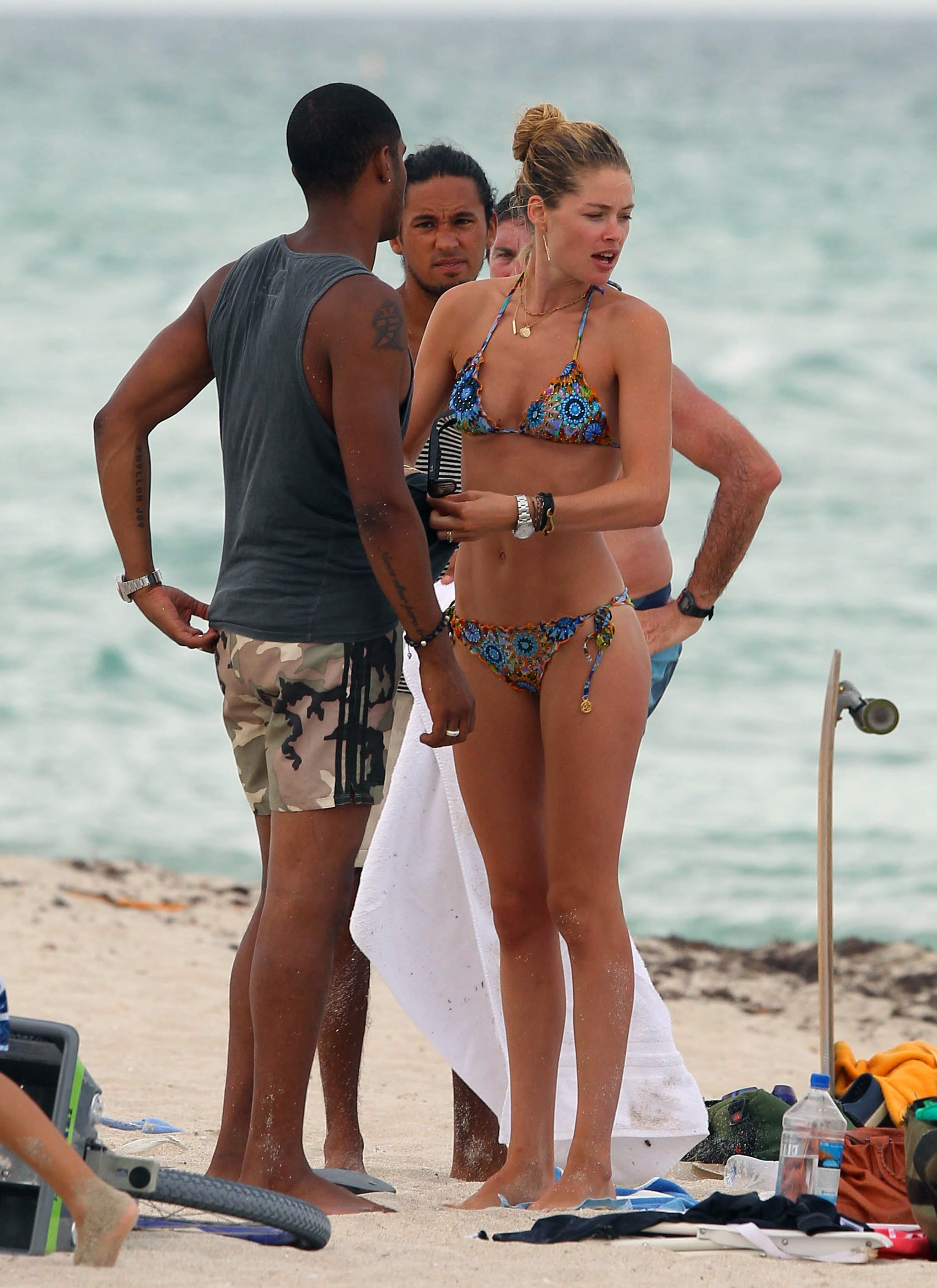 With her husband sunnery james and friends doutzen kroes brings her
