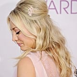 Kaley Cuoco added a pretty slide to her minibeehive when she hosted the 2013 People's Choice Awards.