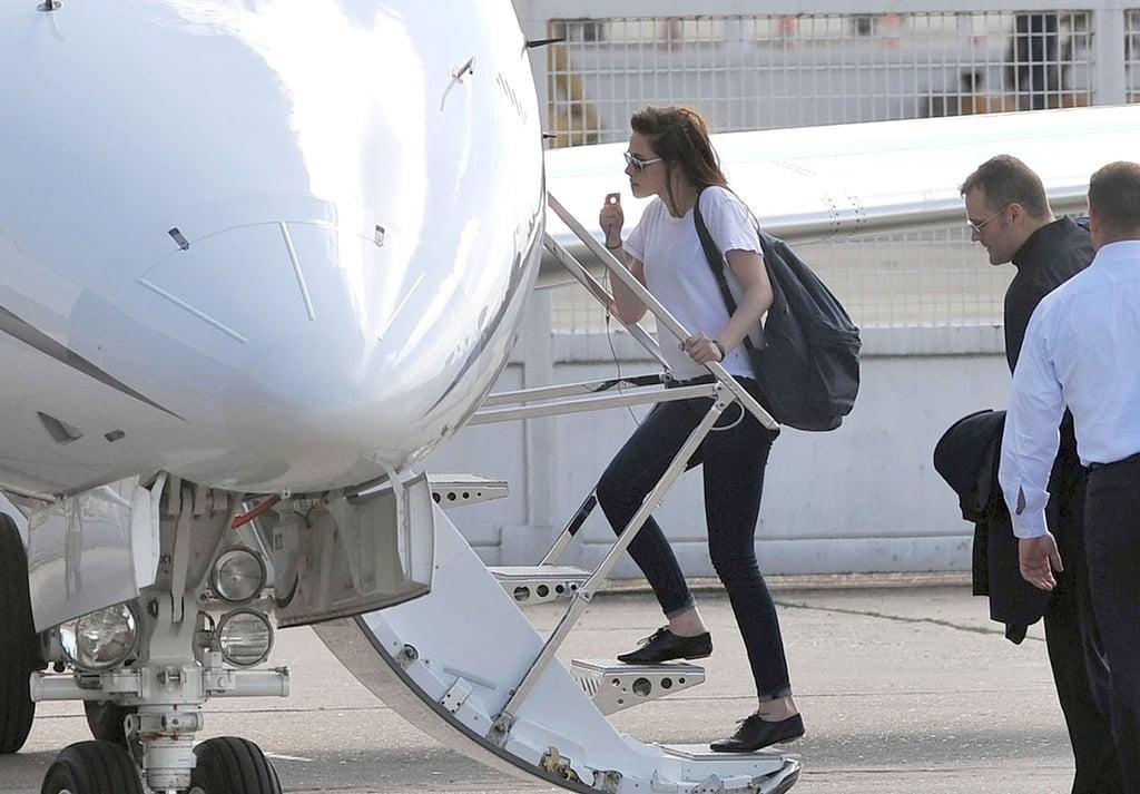 Kristen Stewart carried a backpack.
