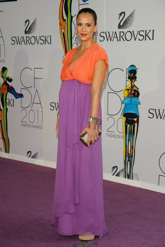 The same year also saw a pregnant Jessica Alba glow in an orange and purple Diane von Furstenberg maxi.