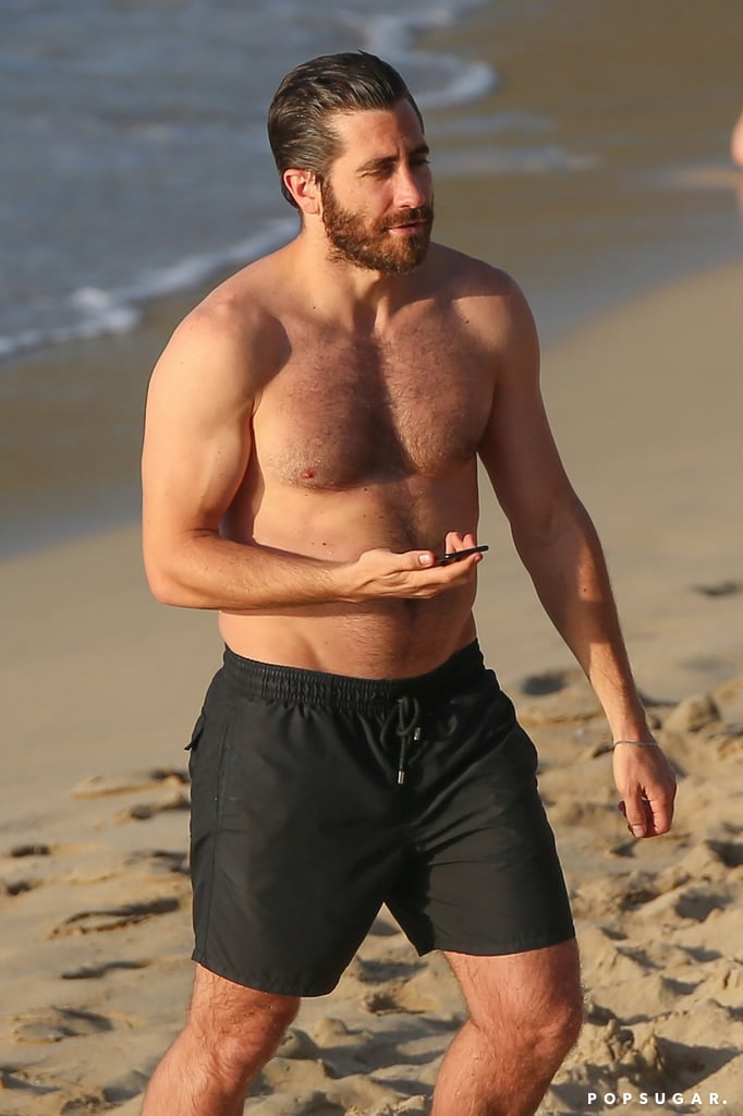 Green Lantern Corps ( 2020) - Page 7 Jake-Gyllenhaal-Shirtless-Pictures-St-Barts-January-2017