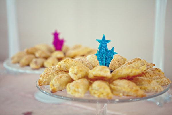 Glittery blue and pink starbursts jazz up the dessert displays.