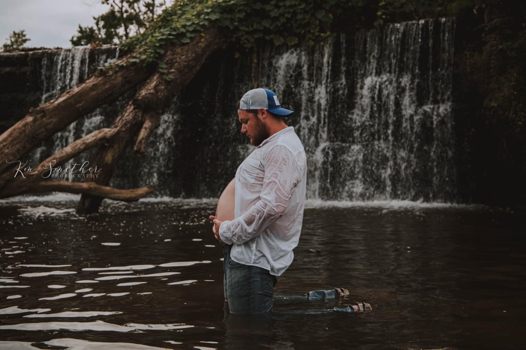 Husband Poses For Maternity Photo Shoot to Make Wife Laugh