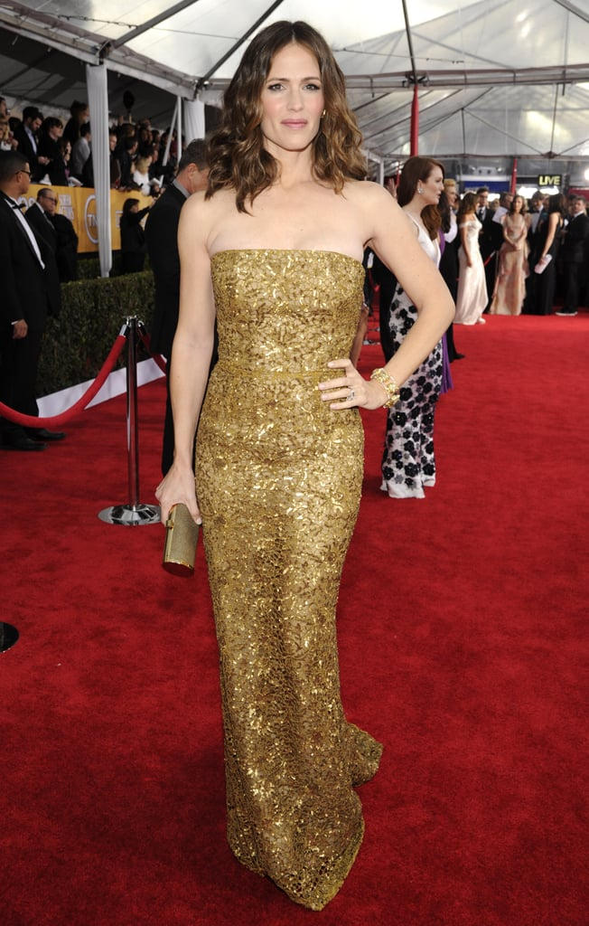 Between the lace detailing and gold sequins, Jennifer Garner's strapless Oscar de la Renta gown was exquisite.