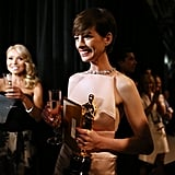 Anne Hathaway and Kelly Ripa backstage at the 2013 Oscars.