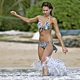 In January 2006, Jessica played in the surf during a trip to Hawaii.