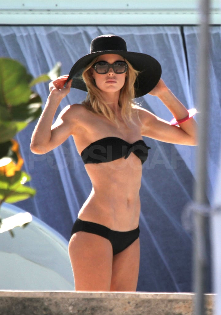 Doutzen showed off her rock hard abs.