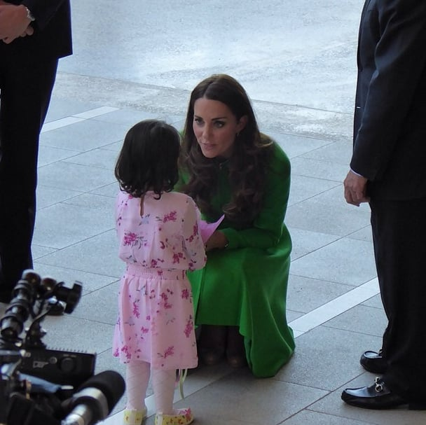 Kate chatted with a girl during one of her final tour stops in Australia. Source: Instagram user sperrypeoplemag