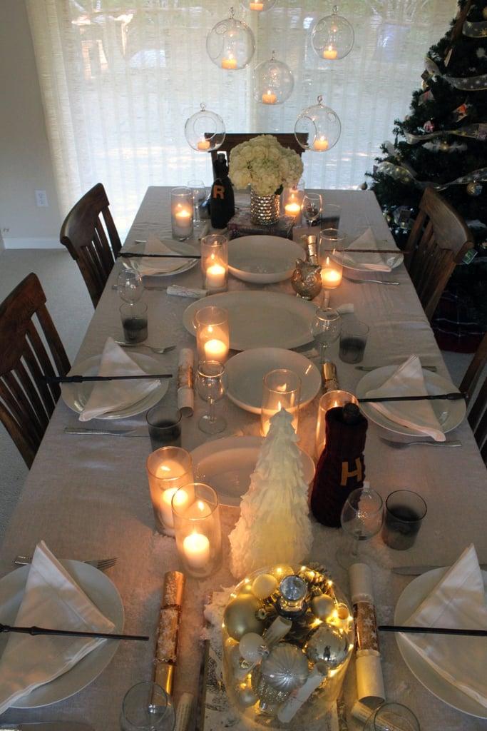 أعدّوا طاولة ذات طابع شتويّ عبر الأطباق والمناديل البيضاء.