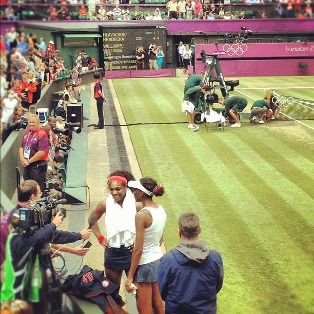 Lindsey Vonn snapped a photo of the gold medalists Serena and Venus Williams. Source: Instagram user lindseyvonn