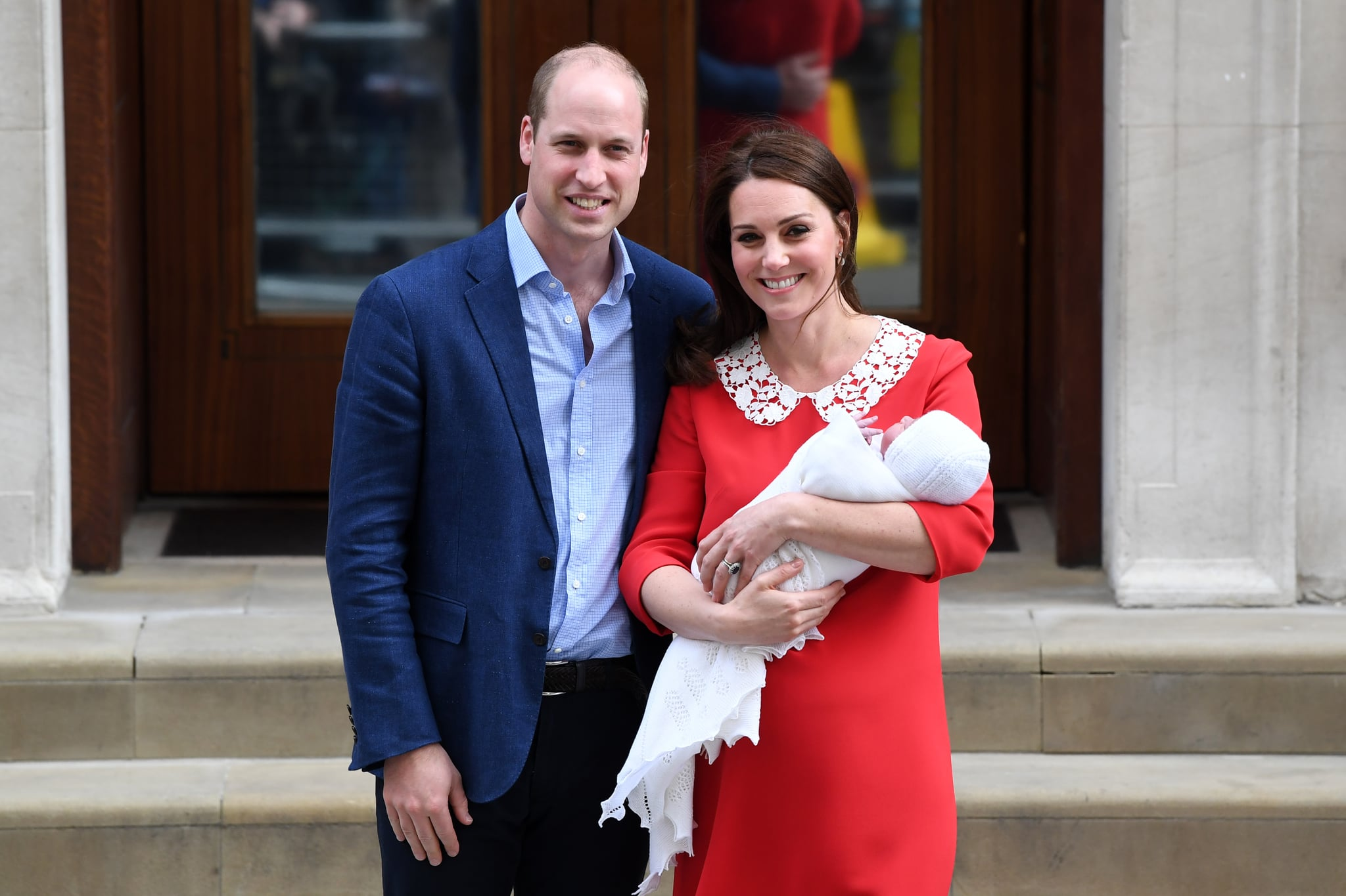LONDON, ENGLAND - APRIL 23:  Catherine, Duchess of Cambridge and Prince William, Duke of Cambridge depart the Lindo Wing with their newborn son Prince Louis of Cambridge at St Mary's Hospital on April 23, 2018 in London, England. The Duchess safely delivered a boy at 11:01 am, weighing 8lbs 7oz, who will be fifth in line to the throne.  (Photo by Samir Hussein/WireImage)