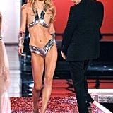 Justin Timberlake couldn't help but sneak a peek at Raquel Zimmerman's metallic getup while on stage in 2006.