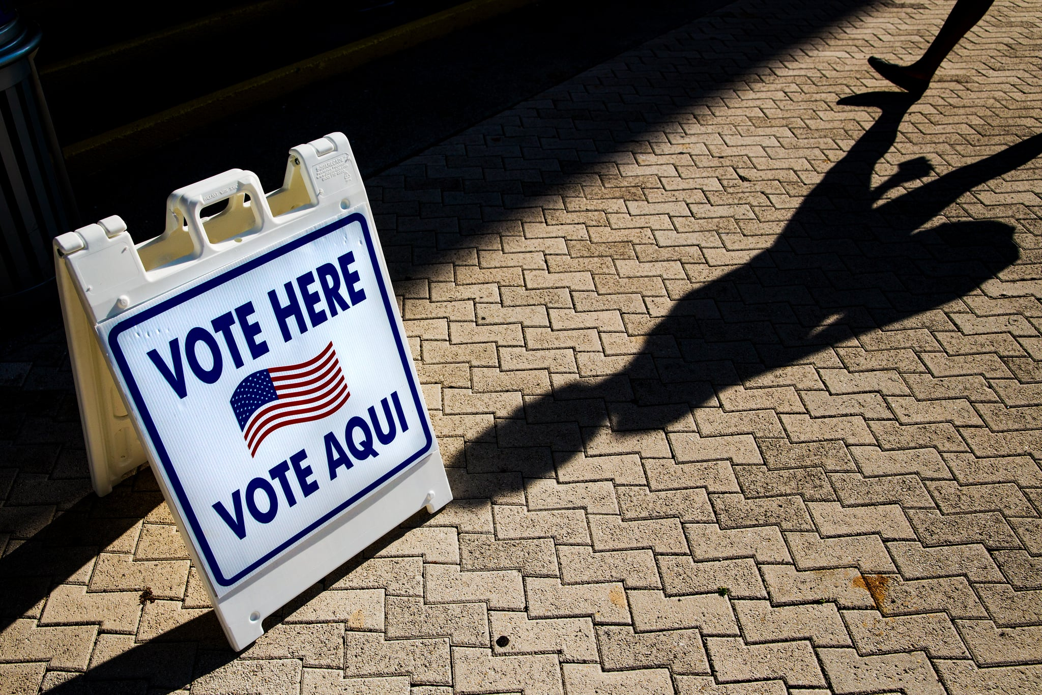 A vote here sign outside a polling location in Miami Beach, Florida, U.S. Photographer: Scott McIntyre/Bloomberg