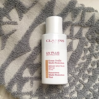 Clarins UV Plus Anti-Pollution Tinted Sunscreen Review