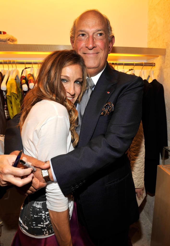 Sarah Jessica Parker hugged it out with Oscar de la Renta at the designer's boutique in 2009.