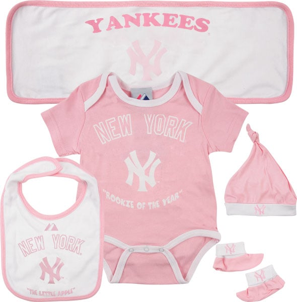 New York Yankees Newborn Pink 5 Piece Hanger Gift Set ($40)