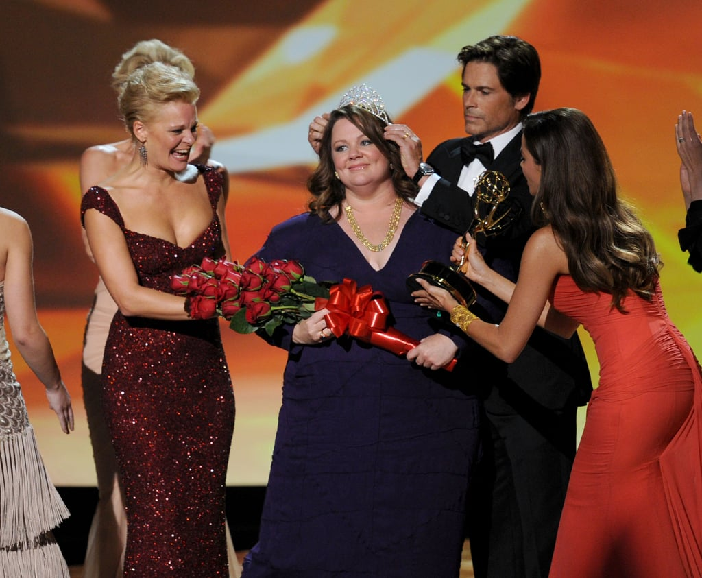 Rob Lowe and Sofia Vergara crowned Melissa McCarthy at the 2011 Emmy Awards.