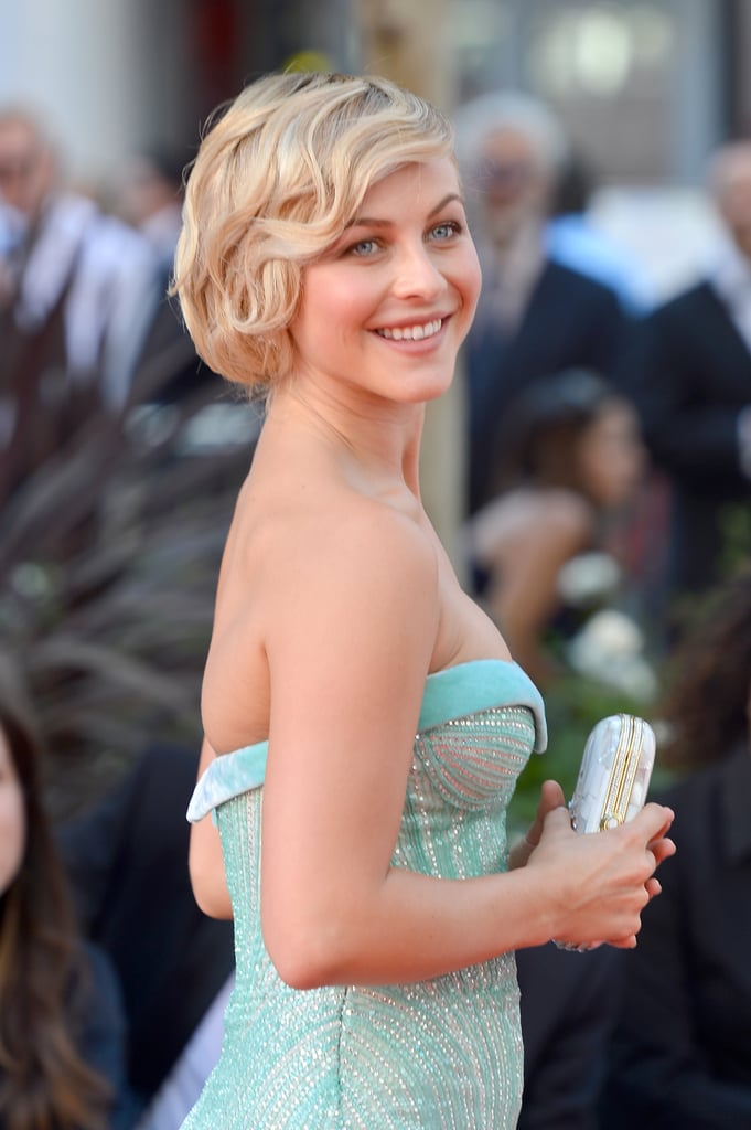Vintage finger waves looked beautiful on Julianne's bob at the 2012 Emmy Awards.