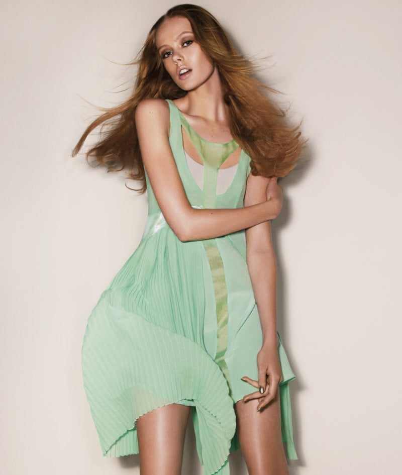 We love this insurgence of minty green at Sportmax. Source: Fashion Gone Rogue