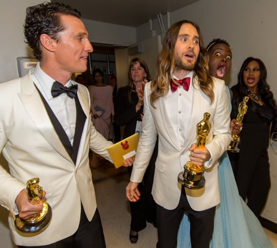 were-gold-statues-all-around-when-Lupita-Nyongo-photobombed