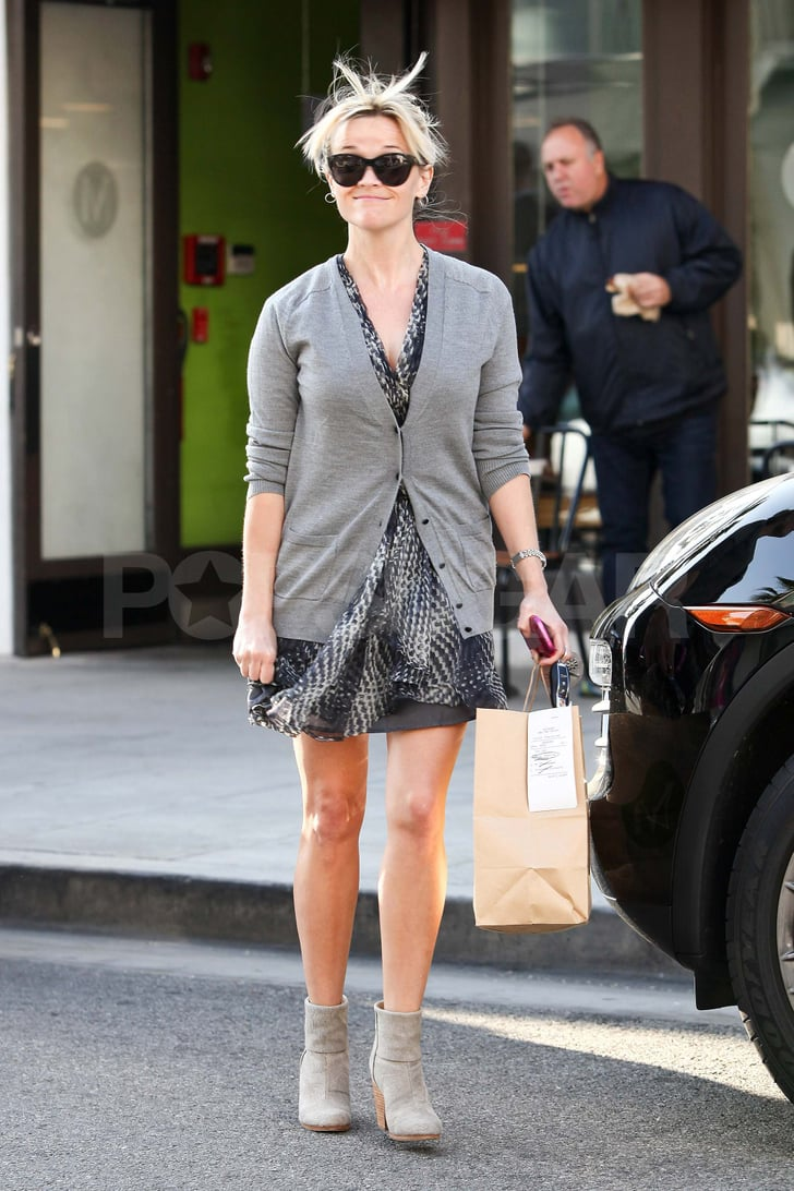 Reese Witherspoon getting lunch at M Cafe.