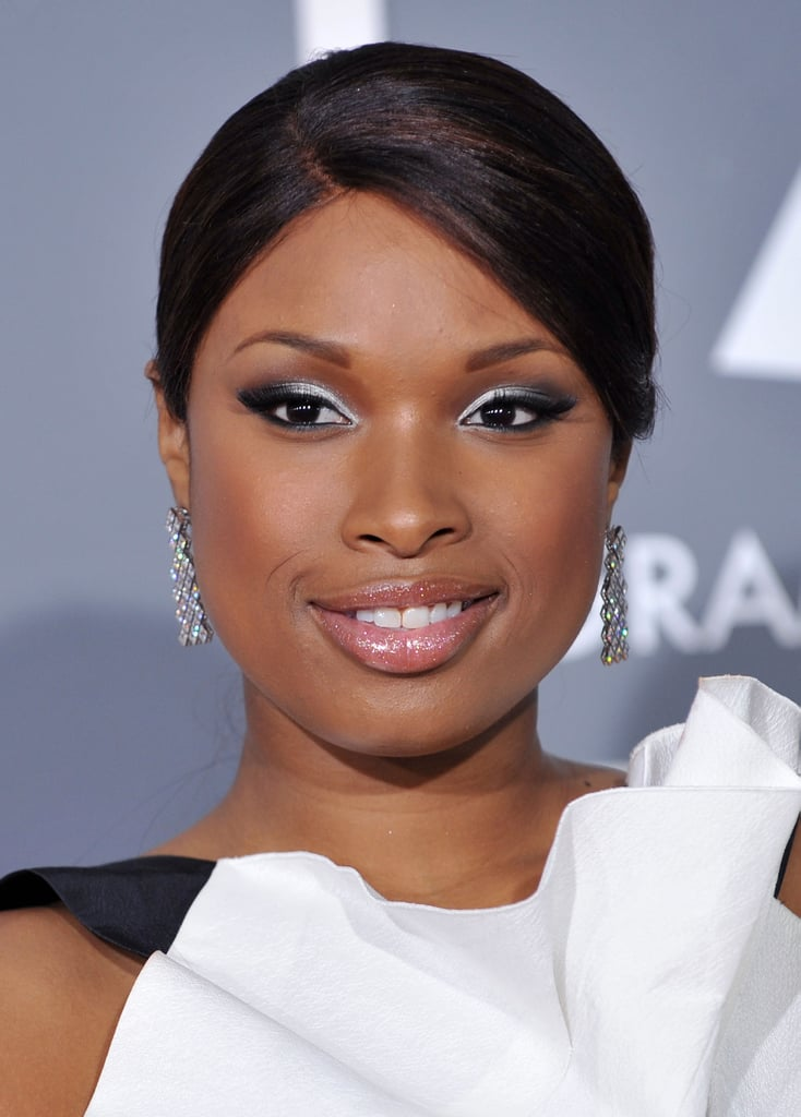 At the 2009 Grammy Awards, Jennifer went for a straight, slicked-back style that she paired with a silvery smoky eye.