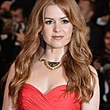 At the Great Gatsby premiere, Isla Fisher stuck with a basic beauty look of long waves and neutral makeup.