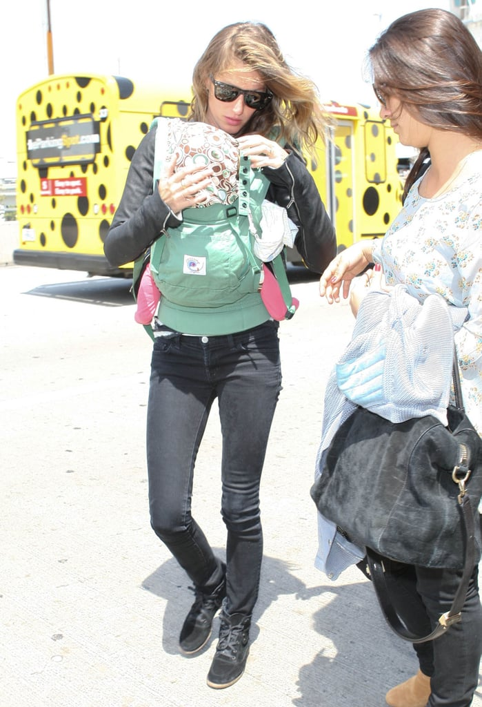 Gisele Bündchen carried Vivian.
