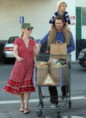Anne Heche and Crew Pick Up Some Sundry Items