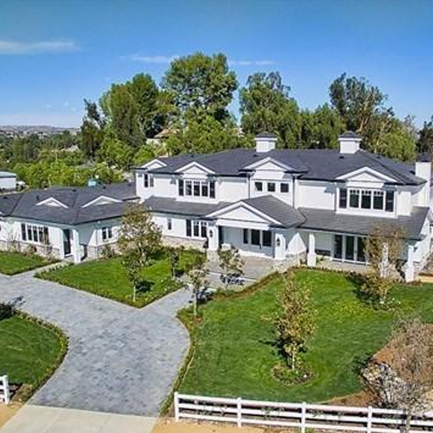kylie jenner new house jenner 19 buys fourth california mansion at 12m 29793