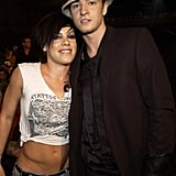 Justin posed with Pink at the 2002 VMAs.