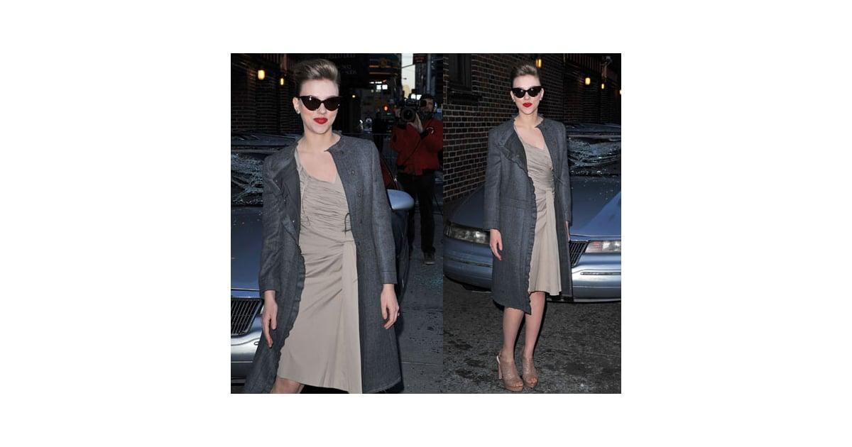 496c9ff250 Scarlett Johansson Wearing Cat-Eye Sunglasses Outside David Letterman 2010