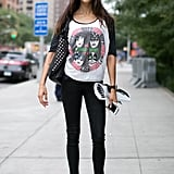 A street-perfect tee and sneakers made the look.