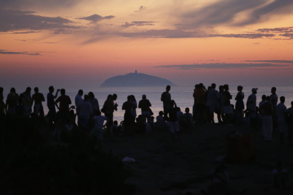 Revellers waited for the first sunrise of 2015 in Rio.