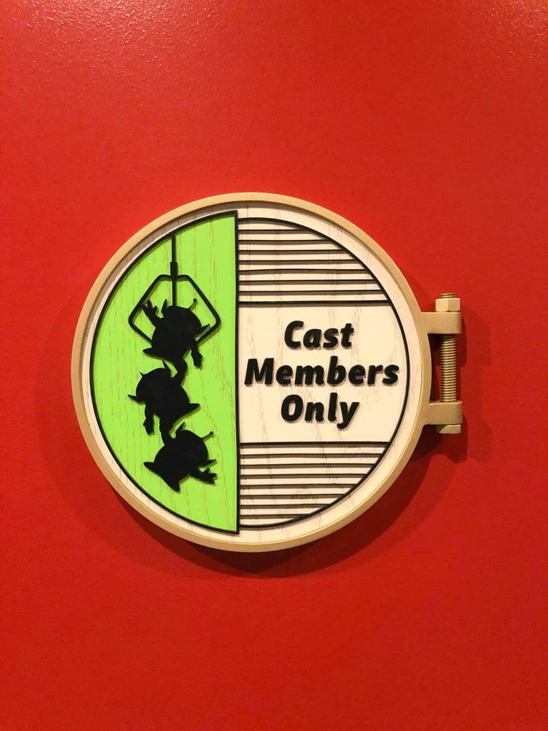 Cast Member Sign