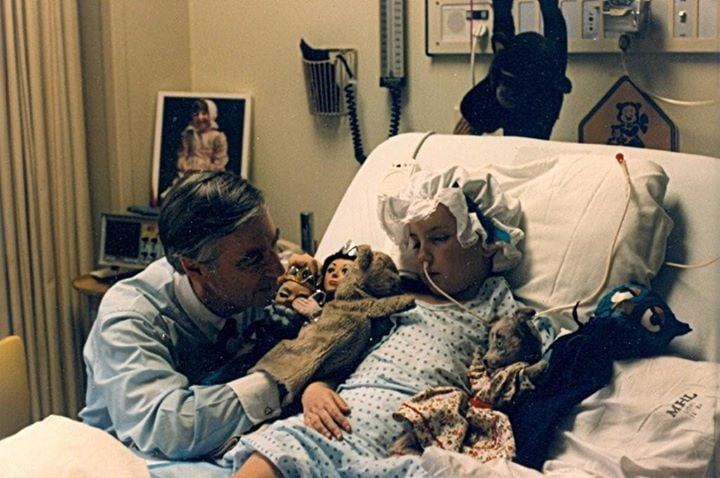 Mister Rogers Visiting A Young Fan In The Hospital Popsugar Family