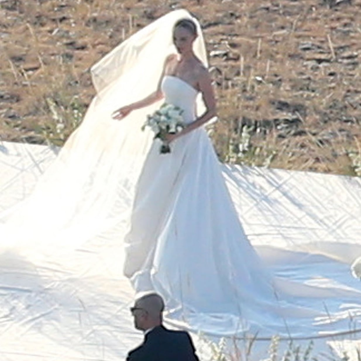 Kate Bosworth wore a custom Oscar de la Renta wedding dress. | Kate ...