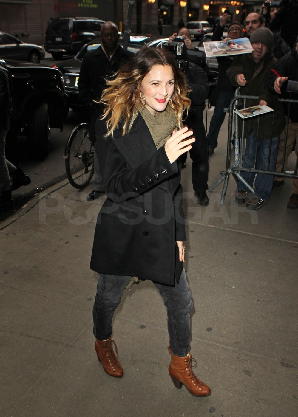 Drew quickly exited her car and headed inside the GMA studios.