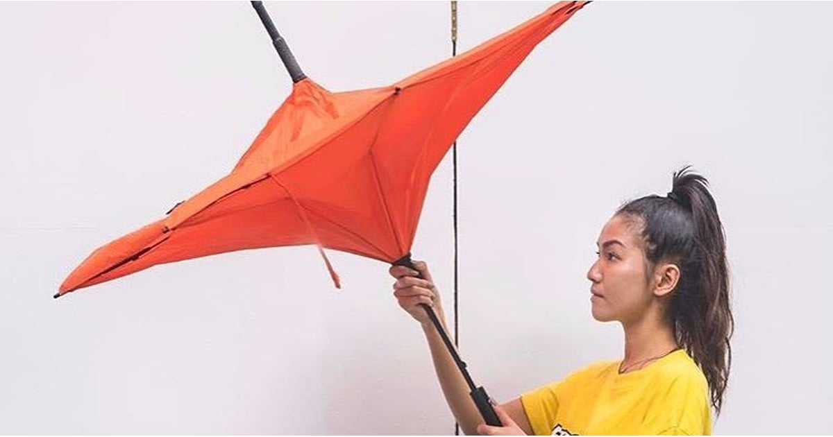PopsugarLivingLife HacksReverse UmbrellaThis Umbrella Folds in Reverse, and How the Hell Did We Not Think of This Sooner?September 16, 2017 by Hilary WhiteFirst Published: September 11, 201726 SharesChat with us on Facebook Messenger. Learn what's trending across POPSUGAR.Stay dry in those rainy Hong Kong days with the drip free #kazbrella now available from @woawstore, Gough St, HK Photo credit: #woawstore #hongkongA post shared by KAZBRELLA ☔️ (@kazbrella) on May 15, 2017 at 1:09am PDTUmbrellas are sometimes more trouble than they're worth. For such a simple object, it can be infinitely hard to do easy things like close the umbrella while getting inside your car or while in other tight spaces. Doing so can get you just as soaked as if you didn't use the umbrella in the first place — which kind of defeats the purpose. Well, consider your rainy-day problems solved. The geniuses at KAZbrella designed an umbrella that closes from the inside out, leaving the wet side of the canopy contained on the inside - 웹